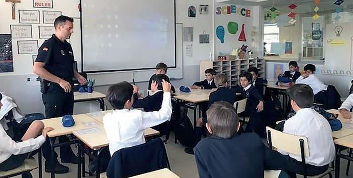 Page 24 of Los agentes tutores, la policía habitual en las aulas
