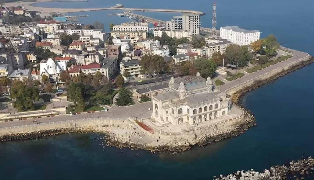 Page 52 of Au `nceput renovările Cazinoului din Constanța / Renovations of the Casino in Constanta started