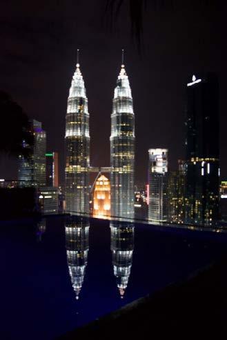 """Page 14 of CanalELE """"Por qué visitar Kuala Lumpur"""