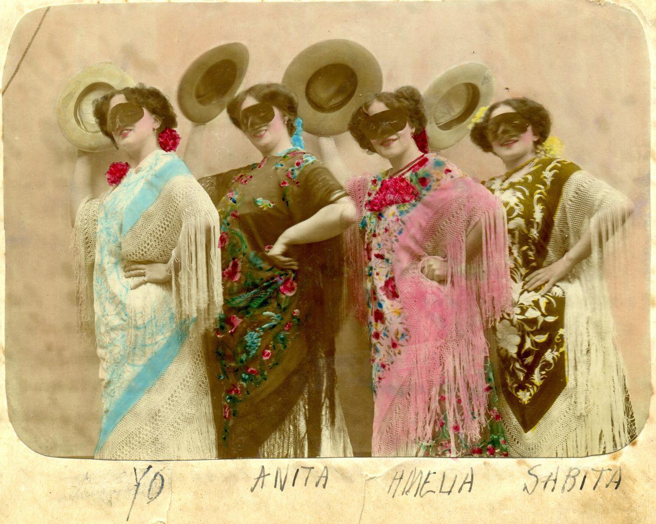 Page 34 of Las fotografías de Josefina Oliver. Patricia Viaña