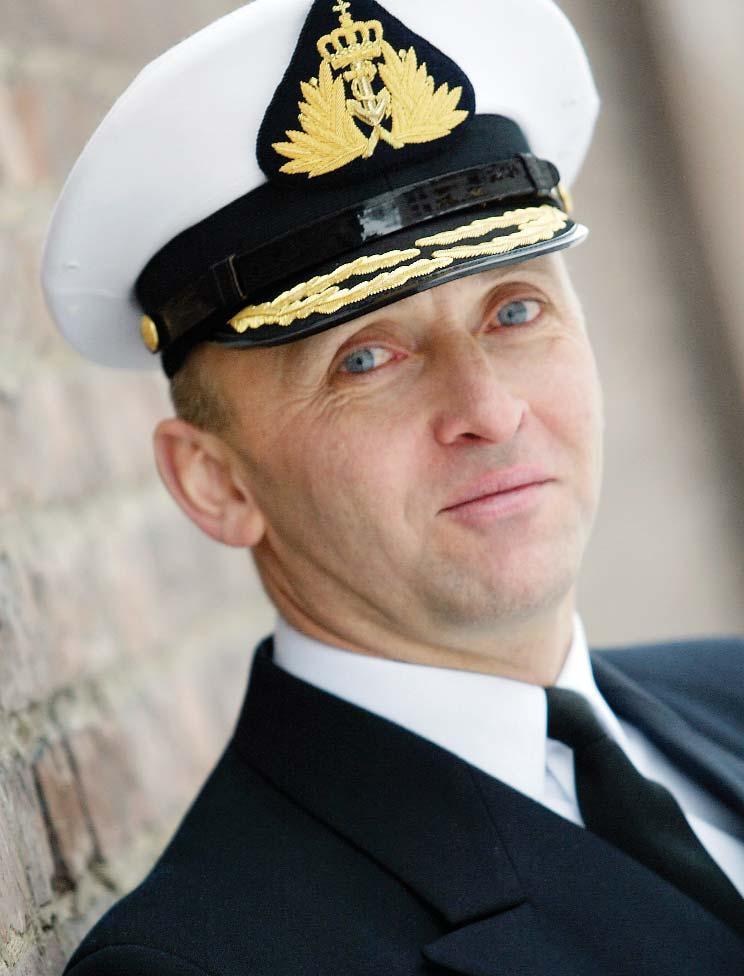 Page 12 of GIS jubileumshilsen til Luftforsvaret.60 år – ingen alder Jan Erik Finseth