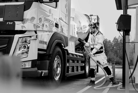 Page 12 of В 2021 році стартують продажі повністю електричних вантажівок Volvo Trucks Bentley до 2026 року електрифікує всі100% моделей ZF представила напівпричіп з електроприводом, який економить 16% палива у тягача