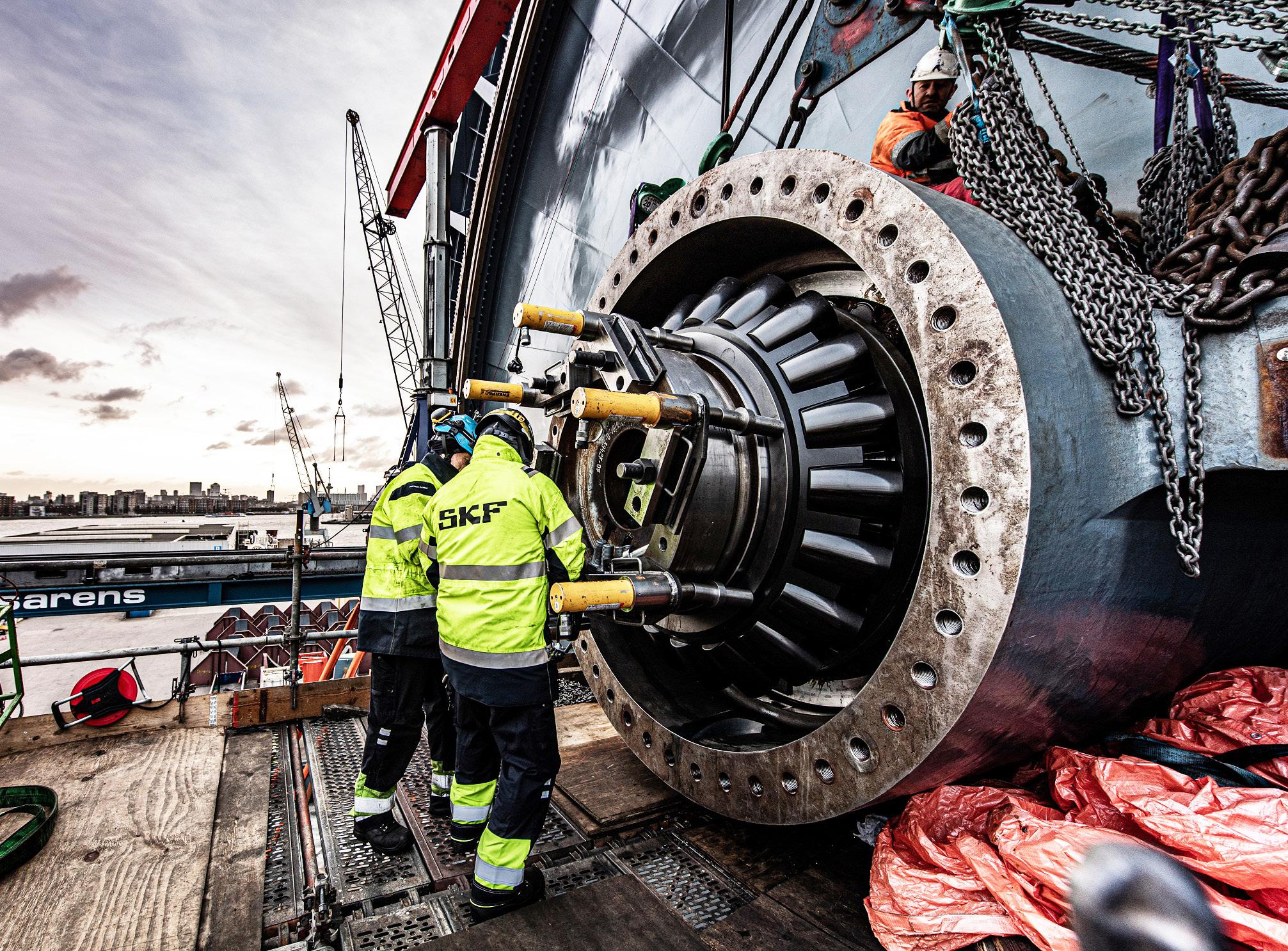 Page 10 of Big bearings boost offshore pipe laying