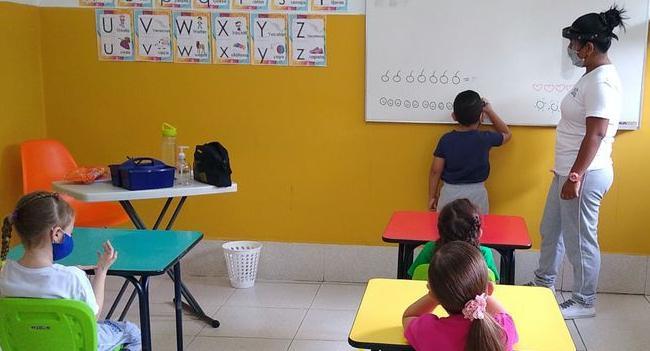 Page 12 of Entre el derecho a la educación y a la vida Danilo Pulgarín y Milena Fuentes
