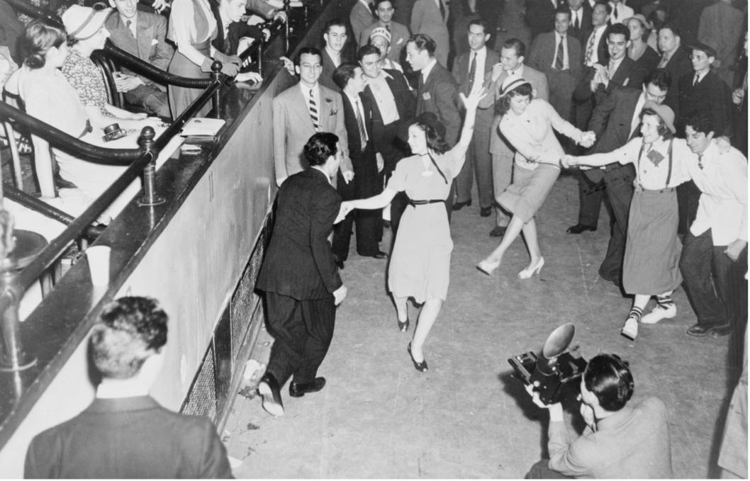 Page 18 of Mit den 40er Jahren durchs 21. Jahrhundert tanzen