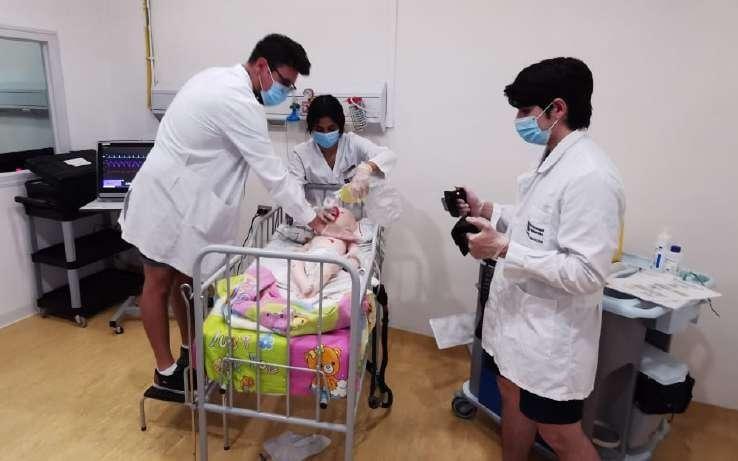 Page 34 of Estudiantes de quinto año participaron en clínica de soporte vital avanzado