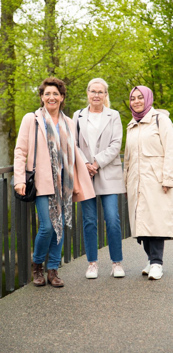 Page 14 of Meet the locals: Marita Curran med vänner